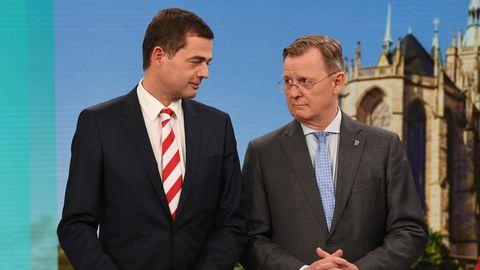 Mohring (l.), CDU-Spitzenkandidat, steht neben Bodo Ramelow (Die Linke), Ministerpräsident von Thüringen
