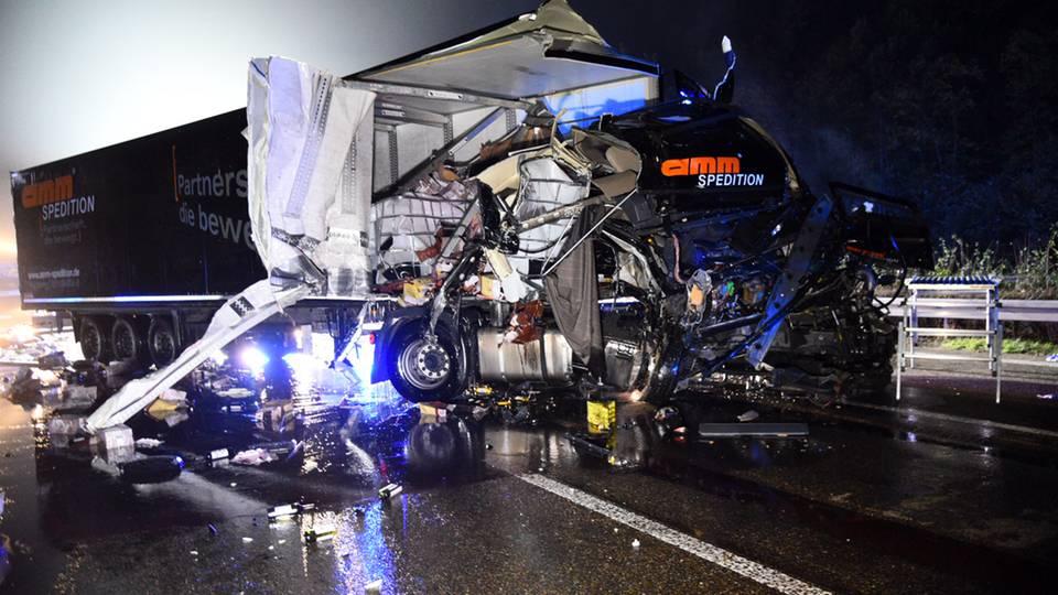 Ein kaputter Lkw auf der A6