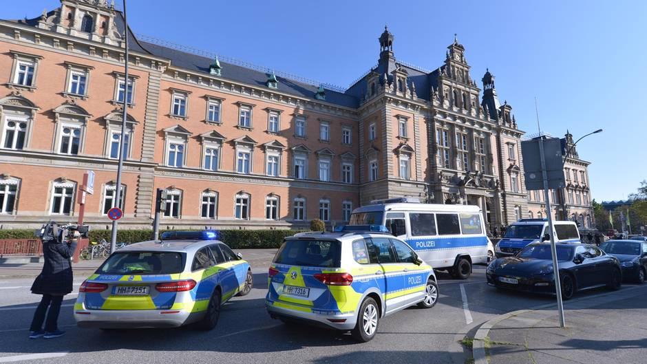 Hamburg: Der Haupteingang zum Strafjustizgebäude in Hamburg