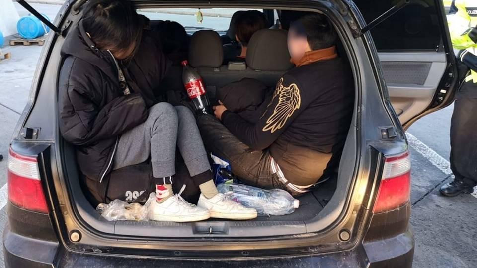 Polizisten entdeckten die Vietnamesen im Kofferraum
