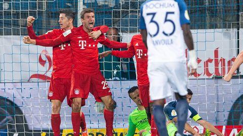 Thomas Müller jubelt mit Robert Lewandowski über seinen späten Siegtreffer gegen Bochum