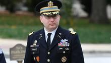 Lieutenant Colonel Alexander Vindman auf dem Weg zu seiner Aussage