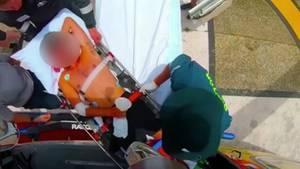 Verletzter Mann auf einer Trage