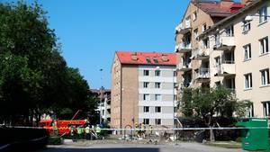 Feuerwehreinsatz nach einer Explosion vor einem Wohnhausin Linkoping