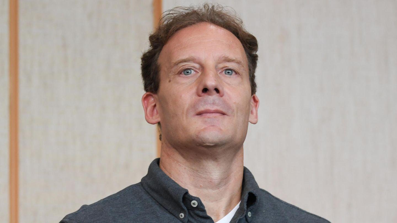 Alexander Falk wartet Ende August im Gerichtssaal des Frankfurter Landgerichts auf den Beginn des Prozesses