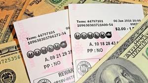 """Lottoschein als Trinkgeld: Barkeeperin gewinnt beim """"Powerball""""-Lotto"""