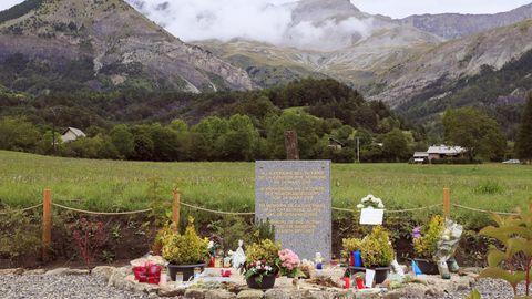 Die Gedenkstätte am Fuß des Bergmassivs Les Trois Évêches in den französischen Alpen, erinnert an die Toten.