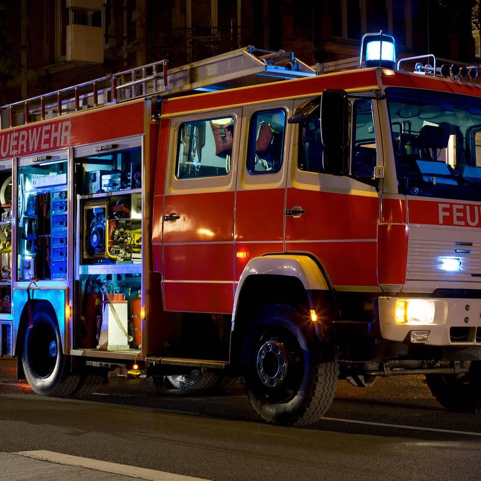 Nachrichten aus Deutschland: Elf Verletzte nach Kohlenmonoxid-Alarm: Feuerwehr evakuiert Swingerclub