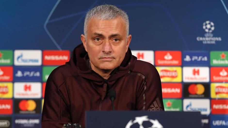 JoséMourinho  Mourinho ist einer der schillerndsten Stars unter den Trainern. Und er ist extrem erfolgreich: Er gewann mit Porto und Inter Mailand die Champions League und mit Manchester United die Europa League, von diversen Meistertiteln und Pokalsiegen ganz abgesehen. Sein Vorteil ist, dass er wie Allegri sofort zur Verfügung stünde. Gegen ihn spricht, dass Mourinho mit seinem ausgewiesen großen Ego in der Bayern-Familie schnell anecken könnte. Die Frage ist: Passt der provokante Charakterkopf überhaupt zum Verein? Zudem gilt sein harter Defensivstil nicht gerade als attraktiv.  Wahrscheinlichkeit: gering