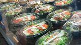 Gemüse, Blattsalate, Kräuter und Obst  Listerien mögen rohe Sprossen und Keimlinge, Obst, Gemüse und frische Kräuter, sowie vorgeschnittene, verpackte Salate. Tipp: Waschen Sie Salate gründlich vor der Zubereitung.