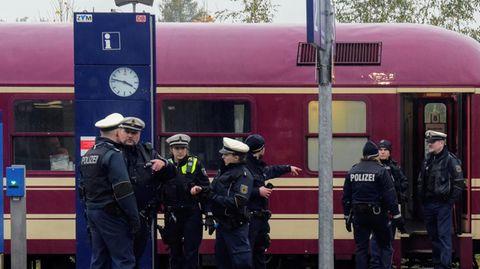 Ermittlungen in einem Partyzug auf dem Bahnhof von Greven