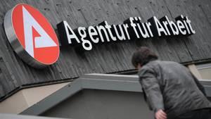 Darf die Agentur für Arbeit Sanktionen über Hartz-IV-Empfänger verhängen?