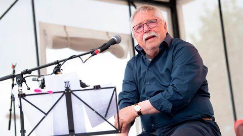DerLiedermacher Wolf Biermann singt