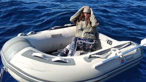 47-Jährige in ihrem Schlauchboot