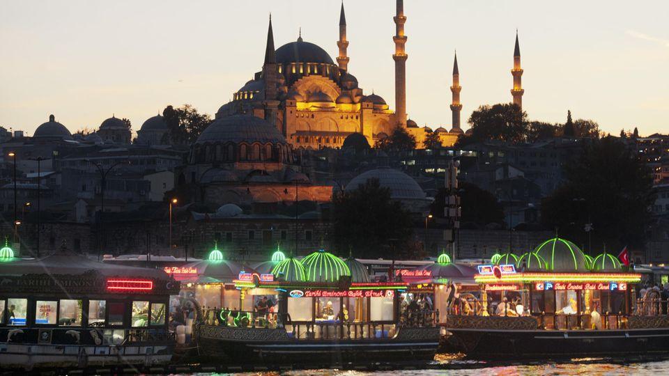 Die schwimmenden Küchen prägten über 200 Jahre das Stadtbild Istanbuls