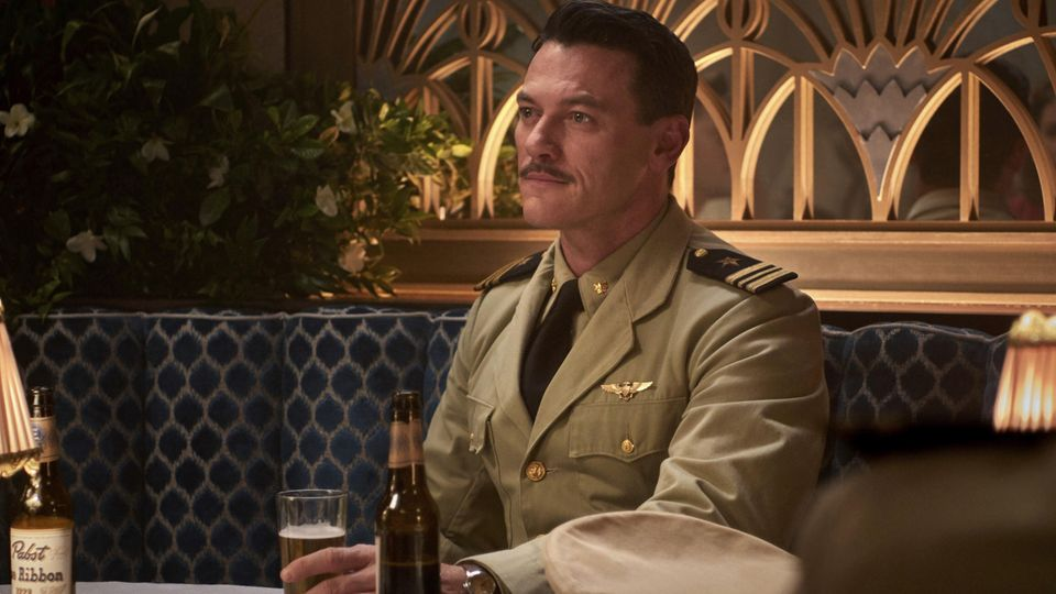"Luke Evans als Kommandant Wade McClusky in ""Midway"""