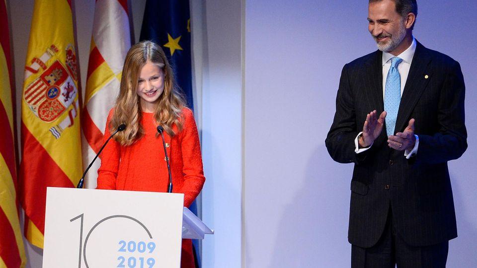 Prinzessin Leonor hält eine Rede auf einer Veranstaltung zur Verleihung der Prinzessin-von-Girona-Preise.