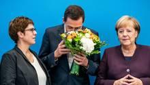 Der Thüringer CDU-SpitzenkandidatMike Mohring steht zwischen Annegret Kramp-Karrenbauer und Angela Merkel