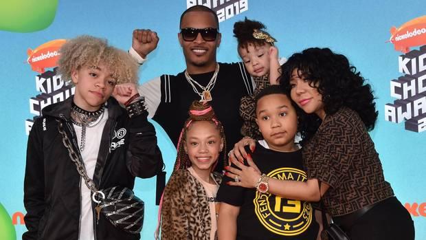 Der US-RapperT.I. (Mitte), hier mit seiner Frau Tiny (r.) und ihren Kindern
