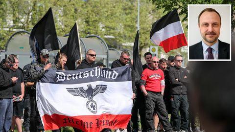 Recht bei einer Demo in Chemnitz; Terrorismusforscher Peter R. Neumann