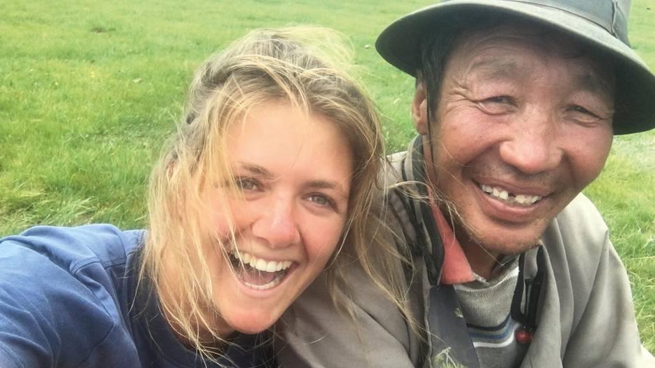 Die Studentin Marine Barnérias ist 21 Jahre alt als sie die Diagnose MS, Multiple Sklerose, bekommt. Die Krankheit wirbelt ihr Leben komplett durcheinander. Ängste und Sorgen bestimmen fortan ihren Alltag. Doch dann erkennt die junge Frau: Die Krankheit gehört zu ihr und nur sie selbst kann ihrem Körper dabei helfen, neue Kraft zu schöpfen. Marine erfüllt sich einen Herzenswunsch: Sie reist sieben Monate durch Neuseeland, Myanmar und in die Mongolei - entgegen des Ratschlags ihrer Ärzte.
