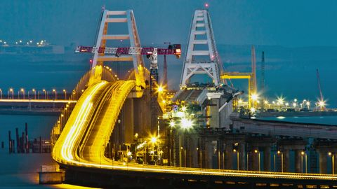 Die Krim-Brücke über der Straße von Kertsch ist immer noch nicht komplett fertig