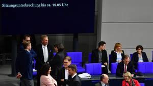 Sitzungsunterbrechung nach Schwächeanfällen im Bundestag