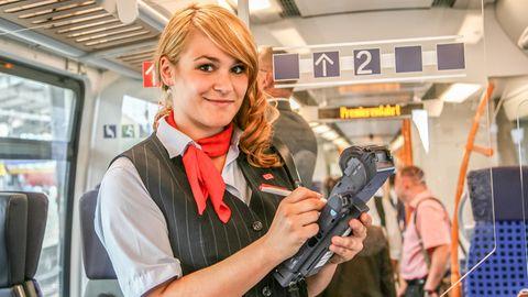 Schaffnerin der Deutschen Bahn