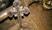 Ein Kruzifix aus dem Grab Heinrichs III. in Wien
