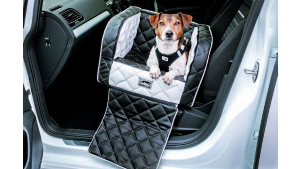 Sicher on Tour: Mit den stylischen Sicherheitssystemen von DOGSTYLER® fährt Ihr Hund gut geschützt im Auto mit, und das Auto bleibt sauber. Für Kofferraum, Rückbank oder Autositze – Sie werden es lieben! Wir verlosen 1x einen Gutschein im Wert von 250 Euro, www.dogstyler-shop.de