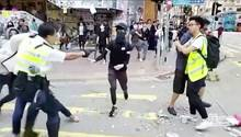 Hongkong: Polizist schießt bei Handgemenge auf Demonstranten