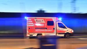 Nachrichten aus Deutschland – Fahrender Wagen eines Rettungsdienstes