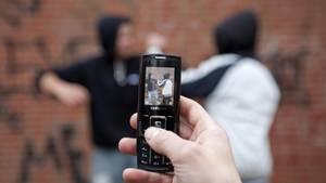 Nachrichten aus Deutschland – Jugendliche prügeln sich, Zeug filmt mit Handy