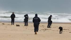 Französische Zollbeamte an einem Strand in Frankreich