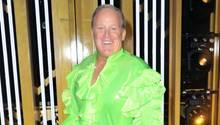 Sean Spicer in einem Tanz-Outfit mit grünem Rüschenhemd