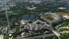 sport kompakt: Blick auf den Münchner Olympiapark mit Stadion und Schwimmhalle