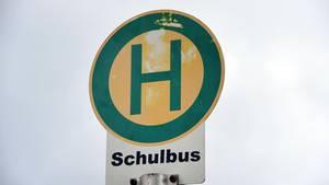 Ein Haltestellenschild als Symbolfoto für Nachrichten aus Deutschland