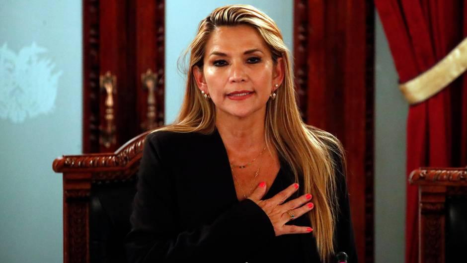 Jeanine Anez: Senatorin ernennt sich zu Boliviens Interimspräsidentin