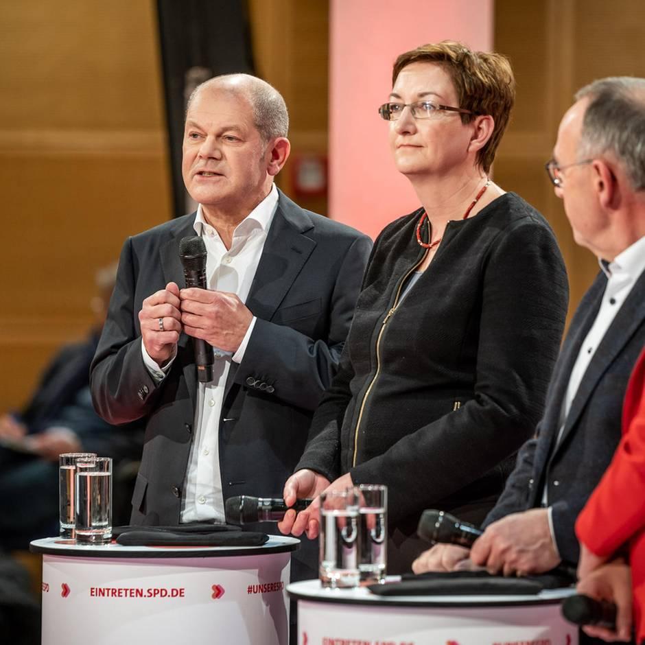 Kampf um Parteivorsitz: Laut und polemisch: SPD-Kandidaten fahren im ersten Rededuell die Ellenbogen aus