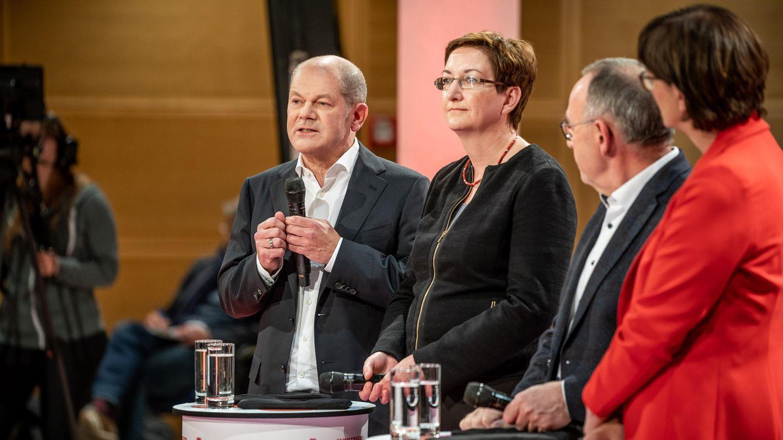Die SPD-Bewerberpaare für die Doppelspitze: Olaf Scholz, Klara Gleywitz links und Norbert Walter-Borjans und Saski Esken rechts
