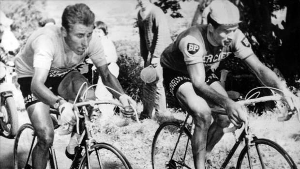 Raymond Poulidor (r.) 1964 bei der51. Tour de France