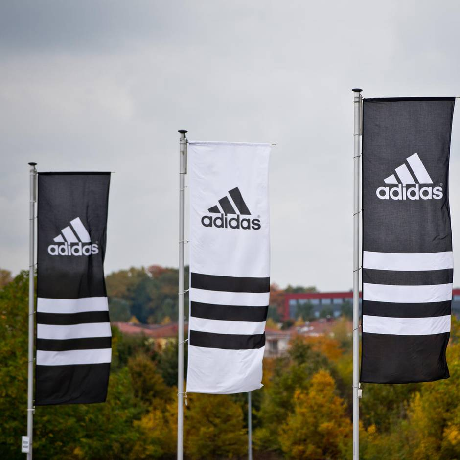 Vor EM-Qualifikationsspiel: Farben vertauscht: Adidas leistet sich erneut Panne bei einem Nationalmannschaftstrikot