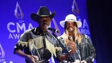 Die Musiker Lil Nas X (l) und Bill Ray Cyrus