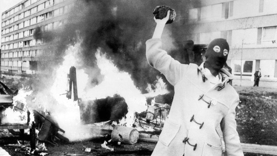 """""""Der katholische Bulle"""": Brennende Barrikaden und ein Serienmörder in Belfast"""
