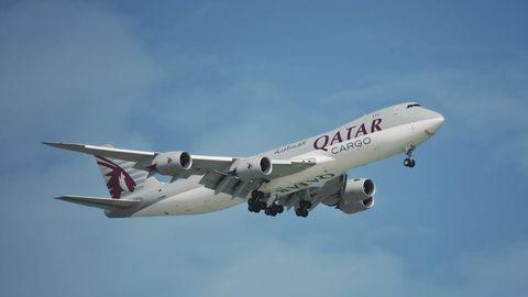 Ein Frachtflugzeug der Airline Qatar