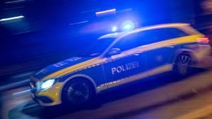 Nachrichten aus Deutschland: Streifenwagen der Polizei auf dem Weg zu einem Einsatz