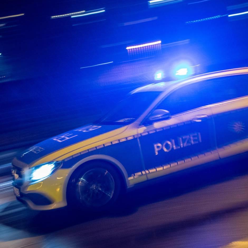 Nachrichten aus Deutschland: 45-Jährige in Auto verbrannt – Ehemann soll es angezündet haben