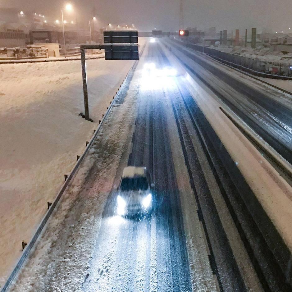 Die Morgenlage: Heftiger Schneefall in Frankreich: ein Toter, 140.000 Haushalte ohne Strom