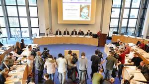Die Ermittler bei der Pressekonferenz zum Mordfall Claudia R.