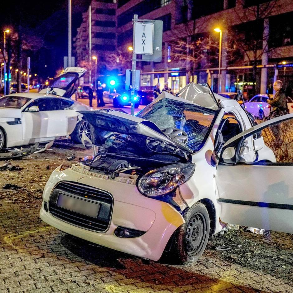 News von heute: Unfall mit zwei Toten: Raser in Stuttgart zu Jugendstrafe verurteilt